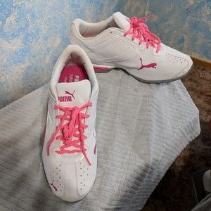 Puma womans tennis shoes